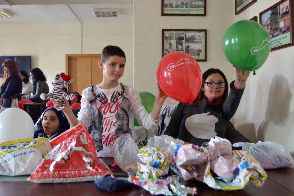 Cei mai buni copii la învăţătură din apartamentele de tip familial au fost recompensaţi (Foto: Bogdan Grosu)