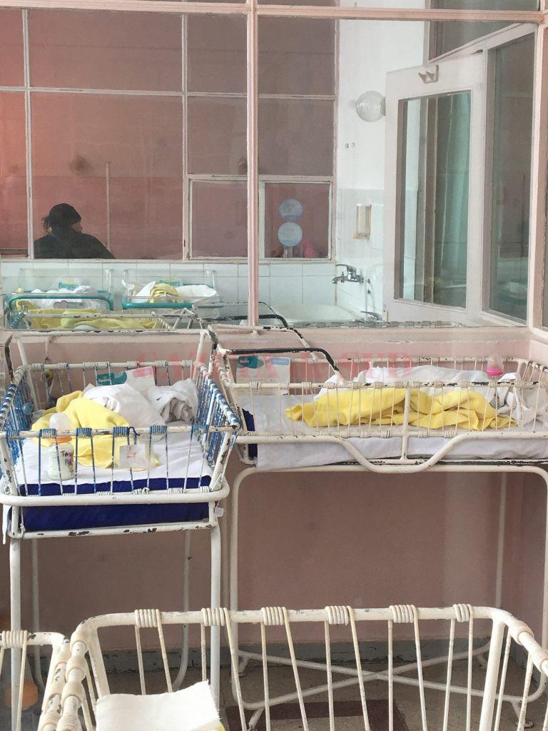 Cinci copii sănătoşi au fost abandonaţi în spitalele craiovene