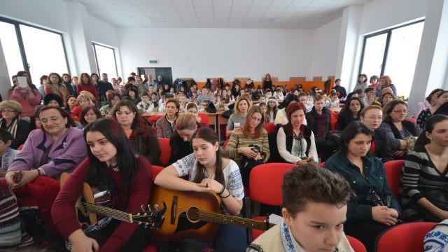La festivitatea de inaugurare, pe lângă autorități au fost prezenți elevi, profesori, dar și părinți (Foto: Bogdan Grosu)