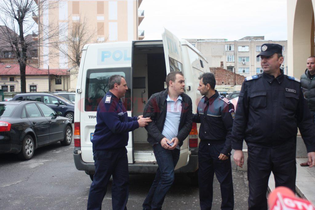 Florin Iulian Siclitaru a fost reținut pe 31 martie 2013, iar o zi mai târziu a fost arestat preventiv