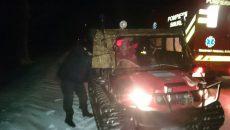 Sâmbătă, pompierii doljeni au transportat cu o șenilată o femeie gravidă de la Lipovu la Cerăt (Foto: IPJ Dolj)