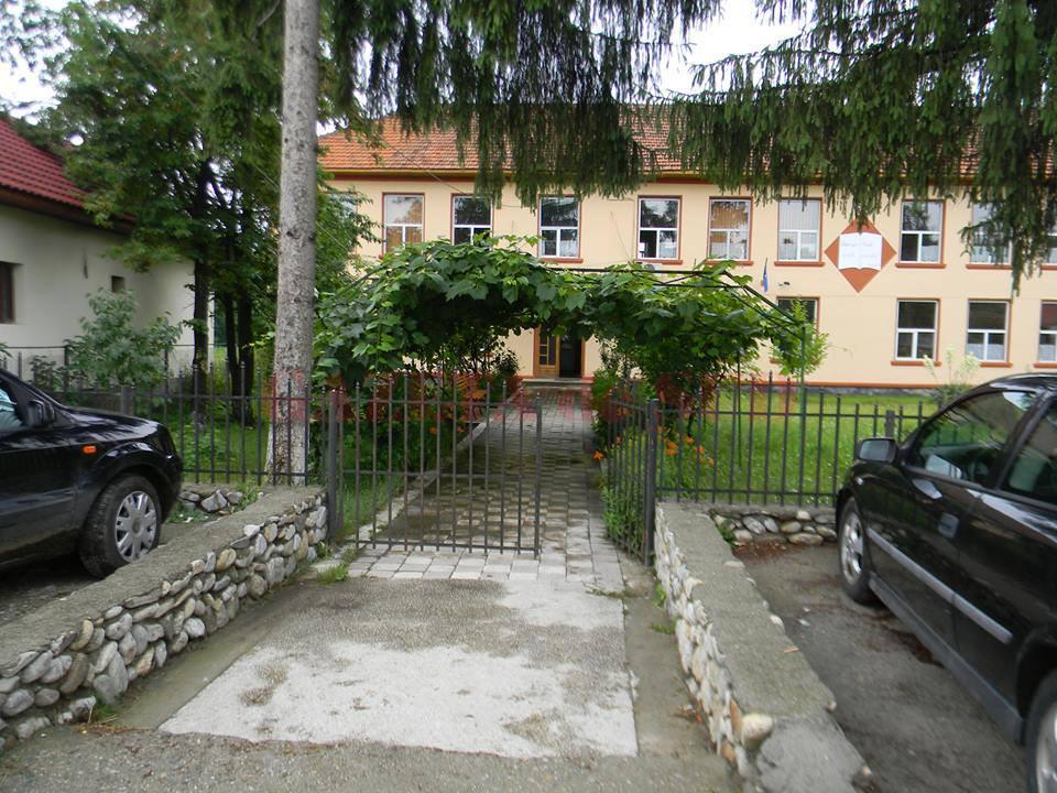 Liceul Tehnologic din Tismana (Foto: Eugen Măruţă)