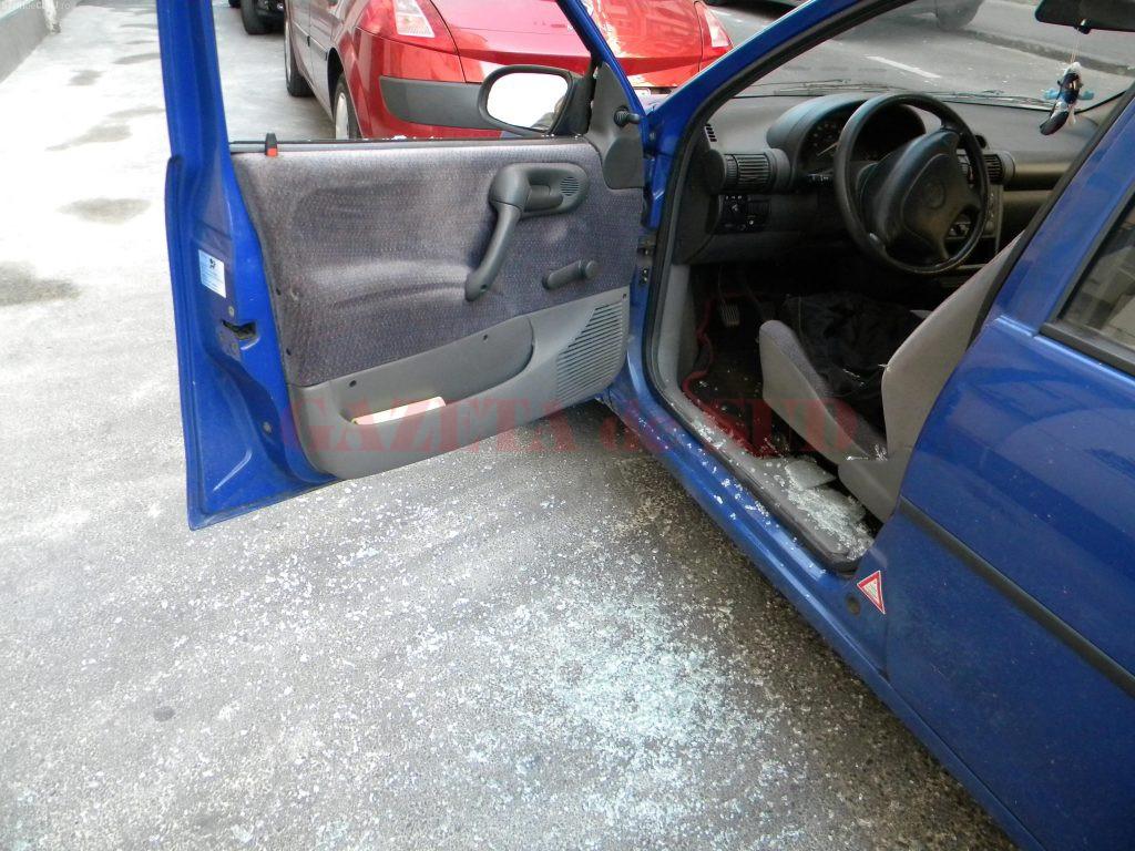 Oamenii legii spun că, de data aceasta, minorii au spart trei autoturisme aflate în parcarea unui hypermarket de pe Calea București
