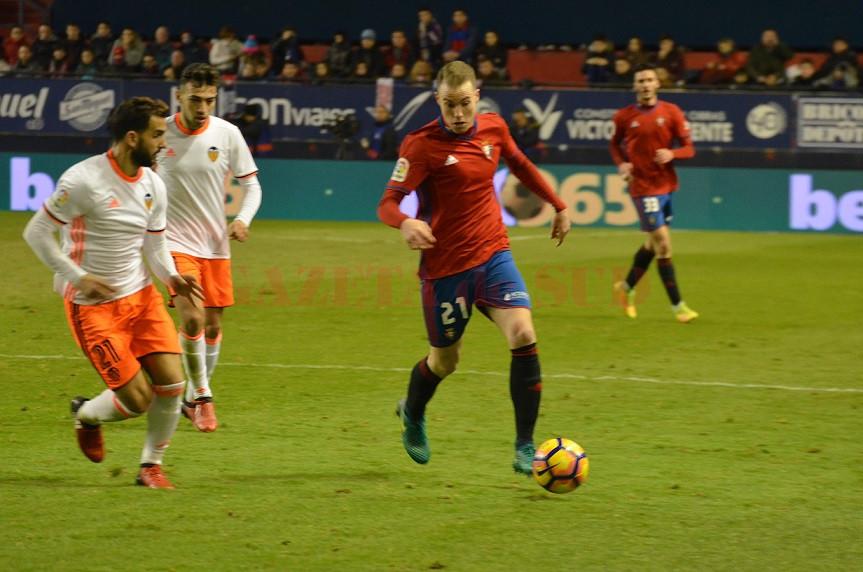 Jucătorii Osasunei (în roșu) au smuls un punct pe final în meciul cu Valencia