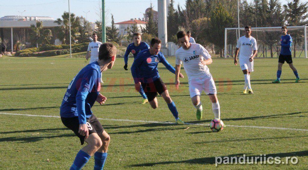 Gorjenii (în alb) au remizat cu ungurii de la Szeged în ultimul amical din Turcia (foto: panduriics.ro)