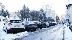 Parcări cu plată vor mai fi şi în fața Prefecturii (Foto: Bogdan Grosu)