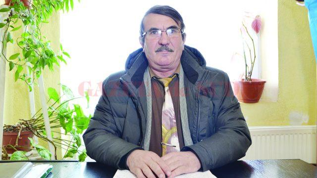 Primarul Ionel Voicu a precizat că până cel târziu pe 1 iunie 2017 va construi și va da în folosință noi grupuri sanitare în curtea Şcolii Izvoare