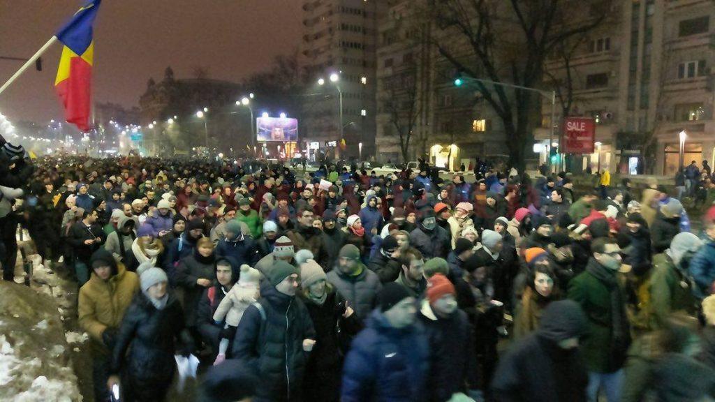 protest mare de oameni