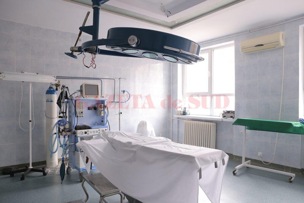 În sălile de operație, mesele chirurgicale și lămpile scialitice, vechi de 30 de ani, urmează să fie înlocuite (Foto: Lucian Anghel)