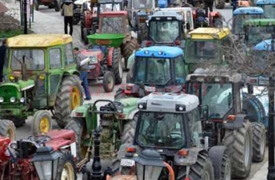 tractors_farmers_165886216