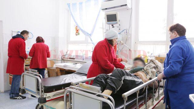 În ultima perioadă, Compartimentele de Urgență ale spitalelor și Clinicile de Ortopedie din Oltenia se confruntă cu un val de pacienţi cu fracturi la mâini, picioare și șold