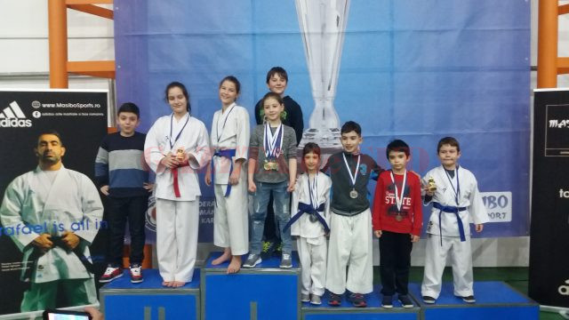 Sportivii de la CS Bushi Craiova