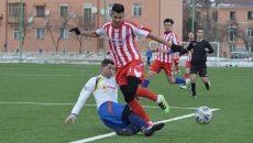 Borneci (în roşu) şi colegii săi au făcut un meci bun în compania celor de la Segarcea (Foto: Alexandru Vîrtosu)