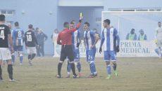 Briceag nu l-a convins pe  arbitrul Iulian Călin  să nu-i dea cartonaș galben (Foto: Alexandru Vîrtosu)