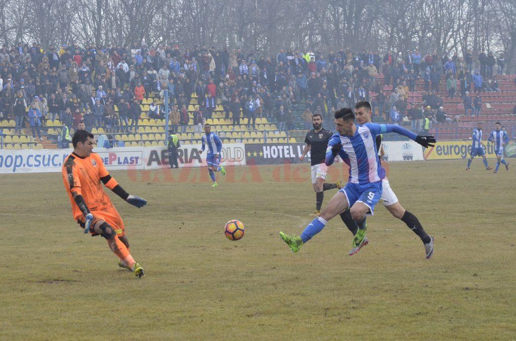 Andrei Ivan nu o să uite uşor meciul cu FC Voluntari, primul în calitate de căpitan al Craiovei (Foto: Alexandru Vîrtosu)