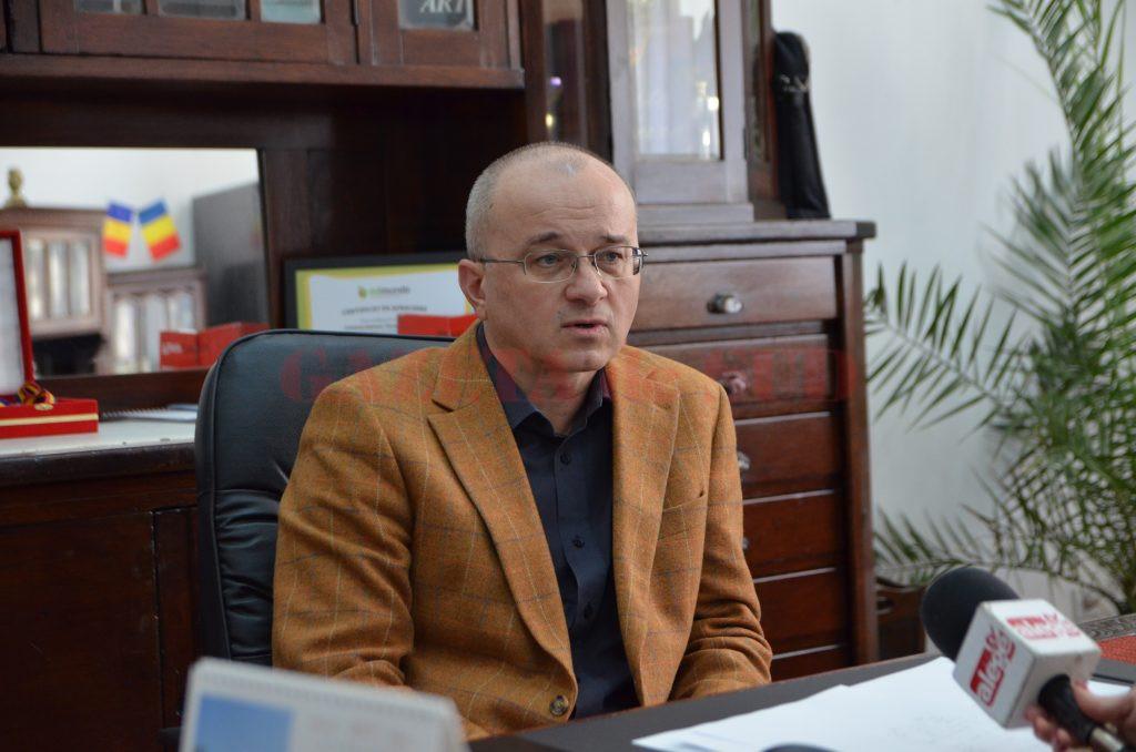 """Liviu Cotfasă, directorul Colegiului Național """"Elena Cuza""""  din Craiova"""
