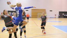 Zeljka Nikolic (la minge) și colegele sale încearcă să facă un meci bun cu CSM București (foto: arhiva GdS)