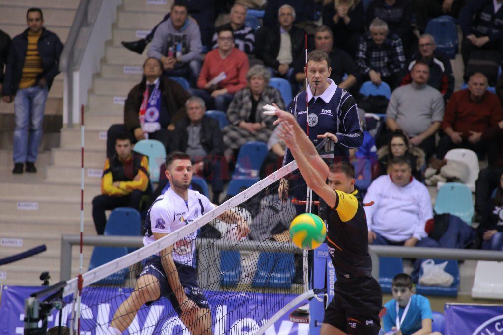 În meciul tur, Marian Bala (în stânga) şi colegii săi s-au impus cu 3-1 în faţa polonezilor (Foto: Arhiva GdS)