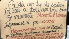Pancarta pe care a afişat-o poliţistul la protest