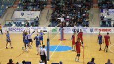Craiovenii (în albastru) au învins Steaua cu 3-0