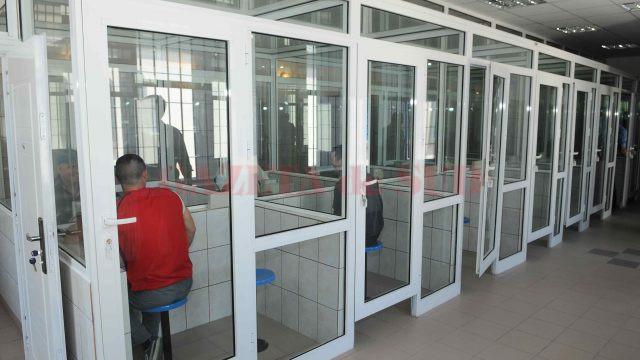 Procurorii doljeni au stabilit că agentul Ungureanu aborda rudele deținuților cu ocazia vizitelor în penitenciar (Foto: Arhiva GdS)