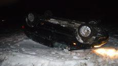 După ce a lovit și accidentat mortal femeia de 69 de ani, Opelul condus de Piciu s-a răsturnat în afara șoselei
