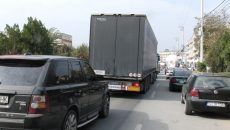 Traficul rutier din Filiași este îngreunat și din cauza autovehiculelor parcate  neregulamentar pe prima bandă de circulație