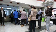 Noii angajați la Fisc vor avea și atribuții de lucru cu publicul și vor sta la ghișee, ca să nu se mai întâmple să fie aglomerație ca anul trecut (Foto: Bogdan Grosu)