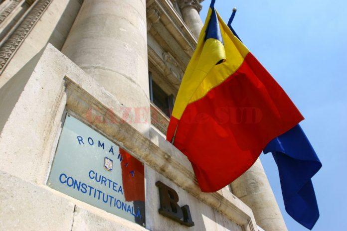 Curtea Constituțională a respins ambele inițiative legislative de revizuire a Constituției depuse de putere și de opoziție