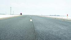 Varianta de ocolire Craiova Sud, recepționată în decembrie, prezintă fisuri longitudinale  în asfalt pe o distanță de câteva sute de metri (Foto: Bogdan Grosu)