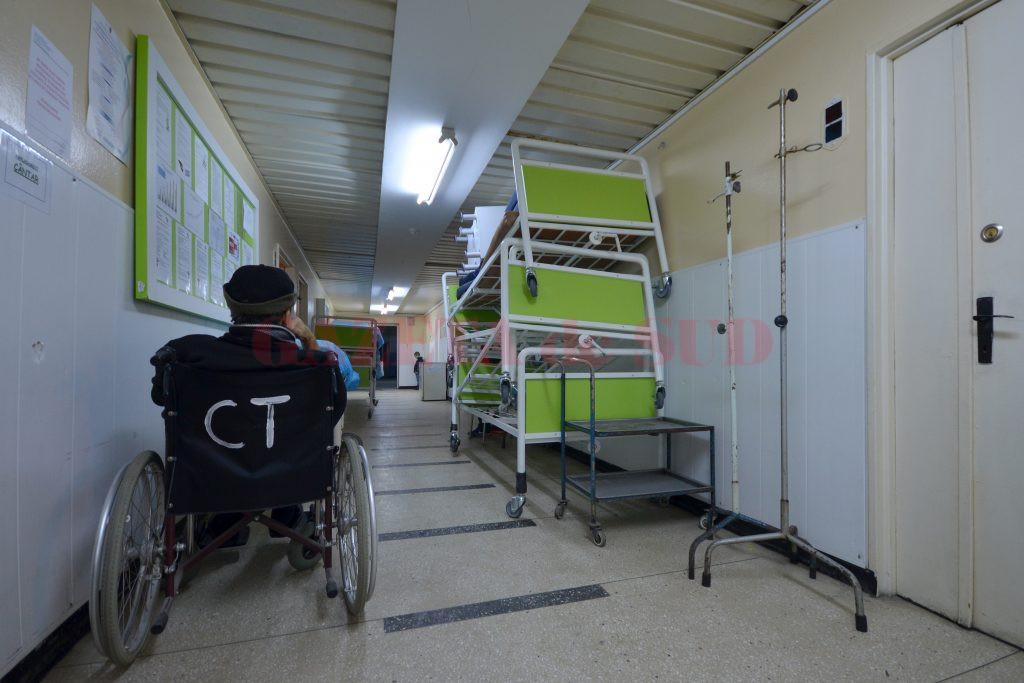 Prin donație de la compania Ford, clinica a primit paturi noi pentru toți bolnavii internați. Acestea urmează să fie puse în saloanele care acum se renovează (Foto: Bogdan Grosu)