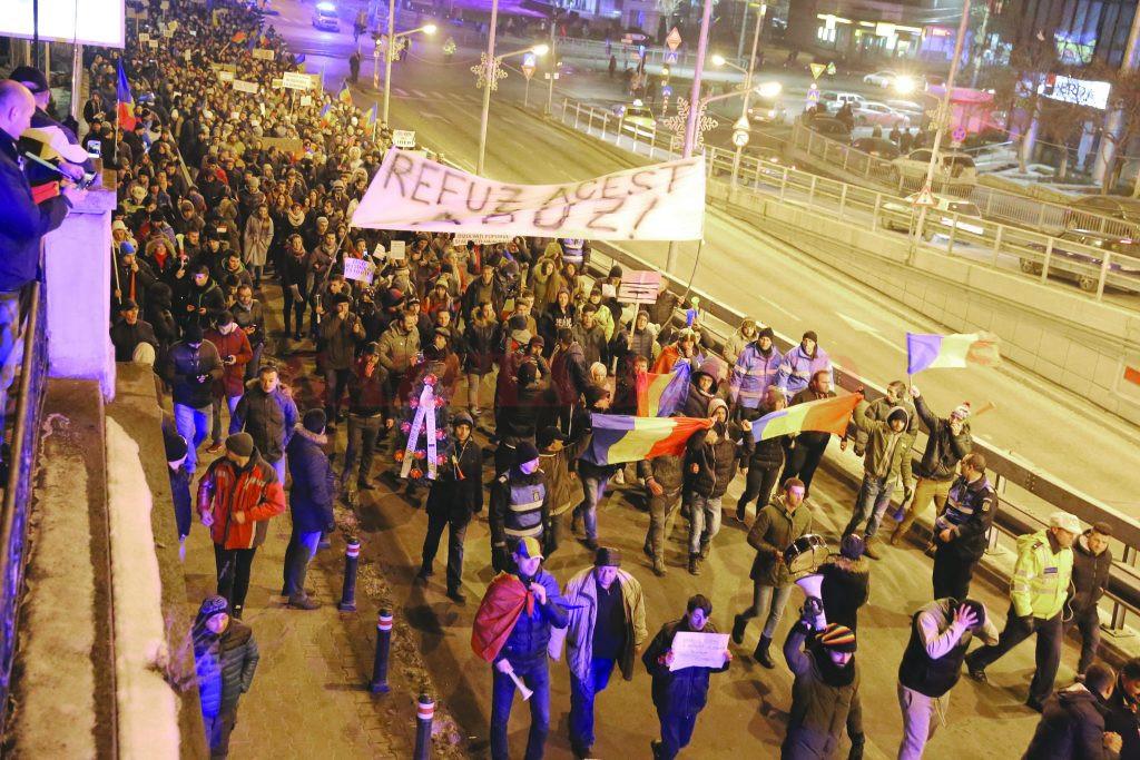 După ce sute de mii de oameni din mai multe orașe au ieșit în stradă, Guvernul Grindeanu a abrogat Ordonanța nr. 13 ()