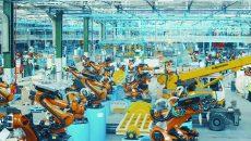 Ford anunță că instalează în uzina de la Craiova încă 190 de roboți industriali, care vor fi folosiți la fabricarea noului model EcoSport. Roboții sunt folosiți pentrru suduri.