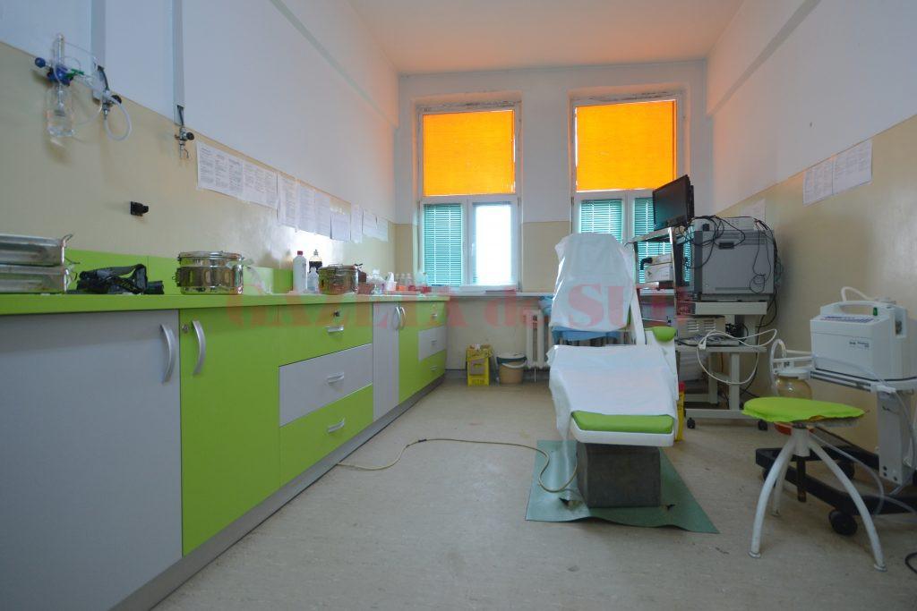 Sala de intervenții minim invazive a fost dotată cu mobilier primit tot prin sponsorizare, inclusiv scaunul este primit prin donație de la un medic stomatolog (Foto: Bogdan Grosu)