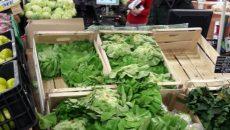 Salata verde în supermarket a ajuns aproape 5 lei, iar în piață costă la jumătate
