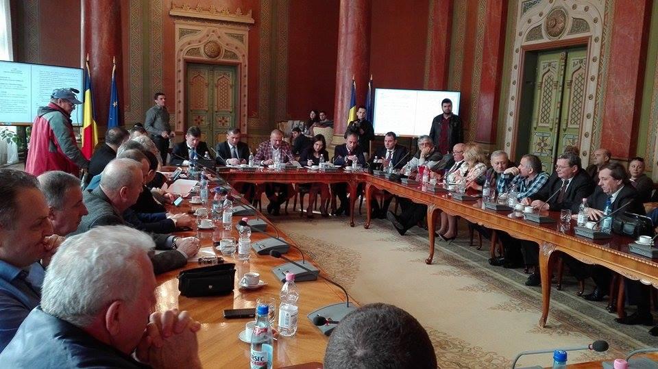 Consilierii s-au contrat pe tema concursurilor de şefi de secţii