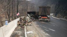 Tirul a blocat traficul rutier pe un sens