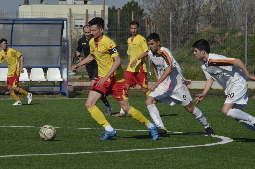 Ceferiștii (în alb) au fost mai eficienți la juniori A (Foto: Alexandru Vîrtosu)