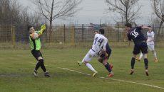 Nicușor Neacșu (nr. 16) a marcat cu capul, dar golul său a fost anulat pe motiv de ofside (Foto: Alexandru Vîrtosu)