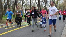 Părinții și copiii au alergat împreună în cursa Family