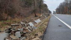 Delta ACM a început să spargă şanţurile din beton  pentru a le înlocui (Foto: Lucian Anghel)