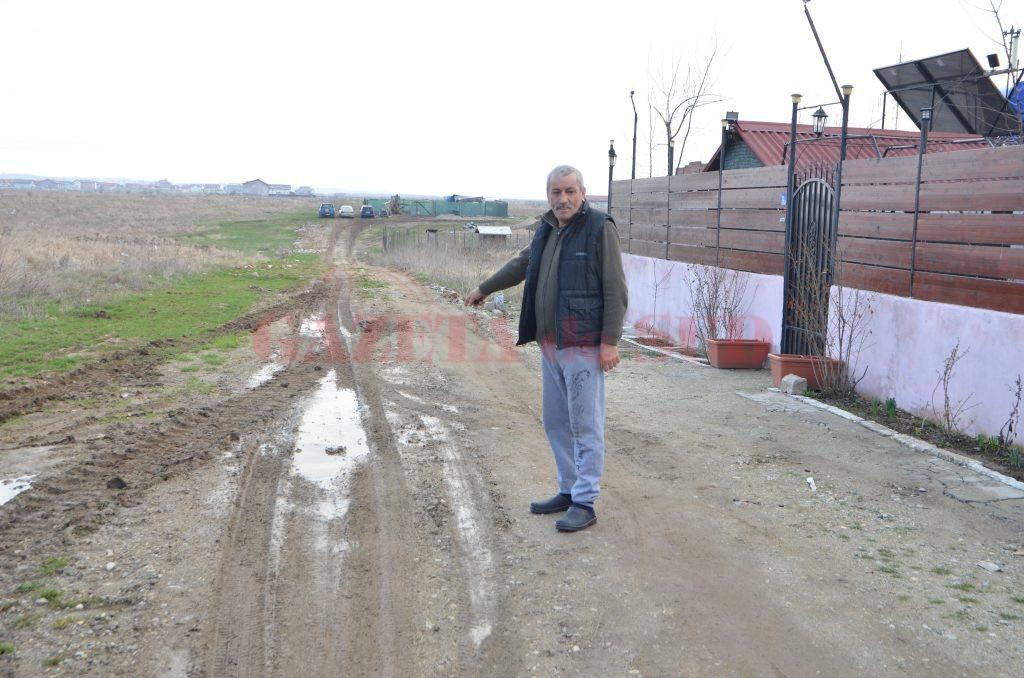 Iulică Toma a povestit că este cercetat penal după ce a pus pietriș pe strada pe care locuiește