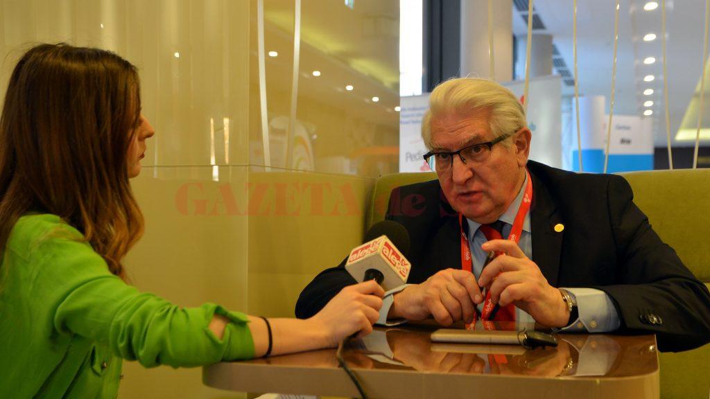 Prof. Dr. Alexandru Vlad Ciurea vorbește despre operațiile pe care le-a realizat de-a lungul carierei, dar și despre problemele sistemului medical (Foto: Bogdan Grosu)