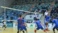 Voleibaliștii craioveni (în alb) au trecut peste primele două eșecuri din play-off  și au obținut o victorie categorică cu Steaua