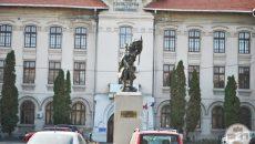 Monumentul-lui-Tudor-Vladimirescu-Craiova-vedere-din-Gradina-Mihai-Bravu-800x535