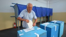Om cu buletin de vot primar