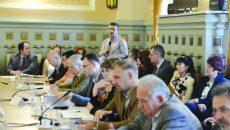 Managerul SJU Craiova, Bogdan Fănuță, vorbind în ședința de joi a Consiliului Județean Dolj despre importanța investițiilor în sănătate ()