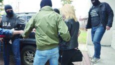 Cei doi inculpați au fost ridicați pe 15 martie de la Centrul  de Transfuzie Sanguină Craiova, după o acțiune de prindere în flagrant