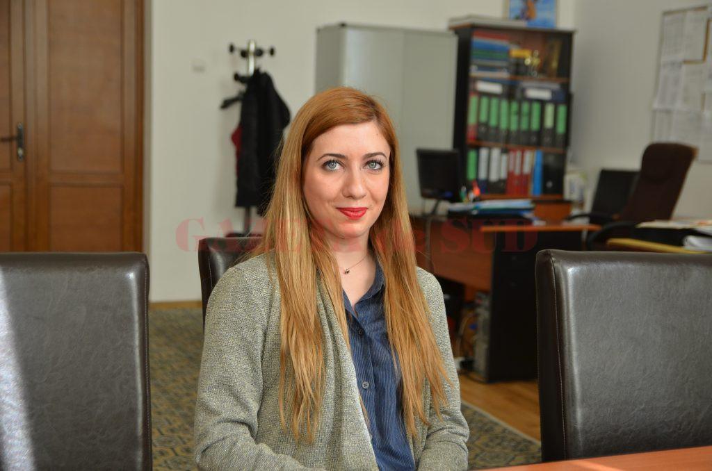 """Gabriela Irina Toma, elevă în clasa a XII-a la Colegiul Național """"Elena Cuza"""" din Craiova, a fost acceptată să fie studentă la cinci universități din Londra"""