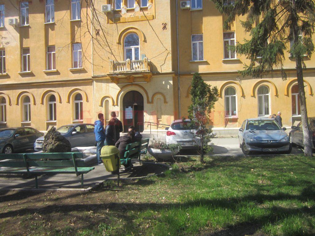 În ultima zi de simulare a examenului național de bacalaureat, prezența elevilor din Dolj a scăzut la 66,8% (Foto: Carmen Rusan)